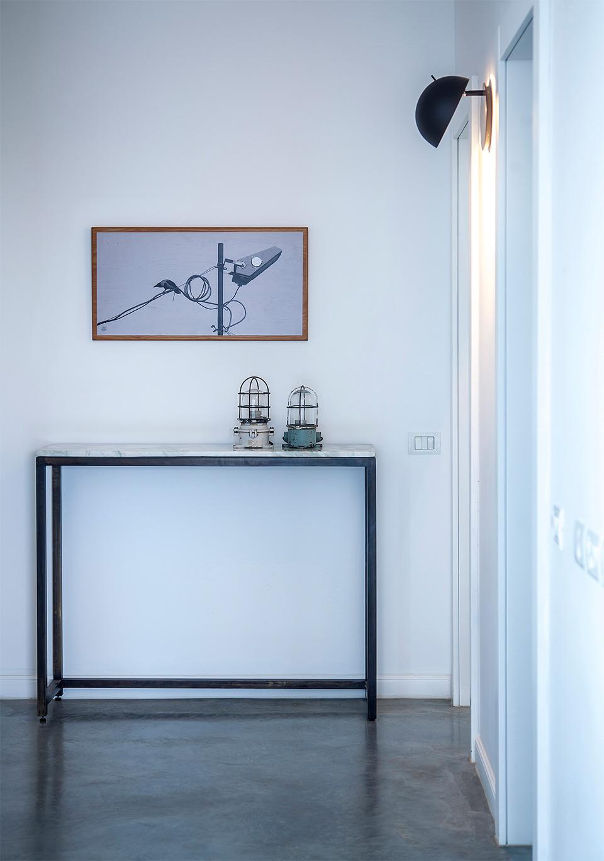 שולחן וציור